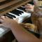 【猫動画】素敵な組み合わせ!?猫の前で素敵なピアノを演奏したときの猫の反応とは・・・!?