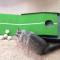 【猫動画】かまってほしいの!?ゴルフ練習のジャマをする猫が・・・