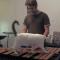 【猫動画】遊んでほしいニャン!?木琴練習のジャマをしがちな猫