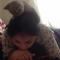 【猫動画】アタマに猫!?女の子が勉強中、頭上の猫が・・・